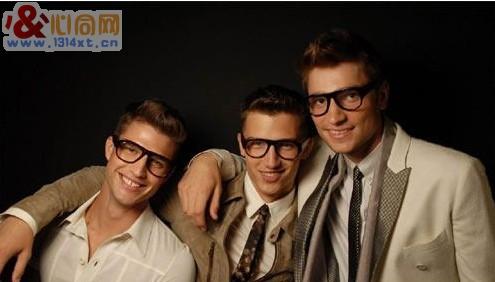 黑框眼镜更显男仕风采
