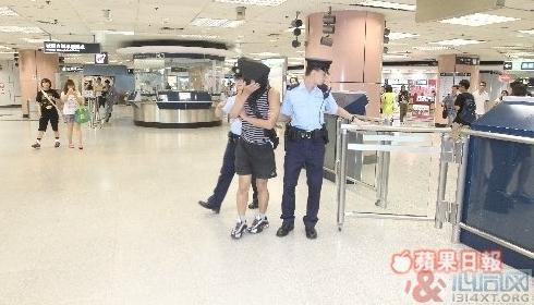 香港:肌肉男不穿内裤 磨混血美少年下体
