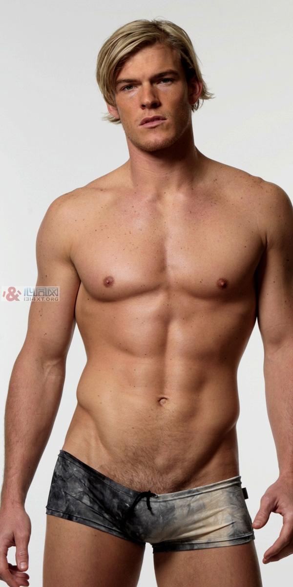 健身危机四伏 定好目标炼成肌肉男